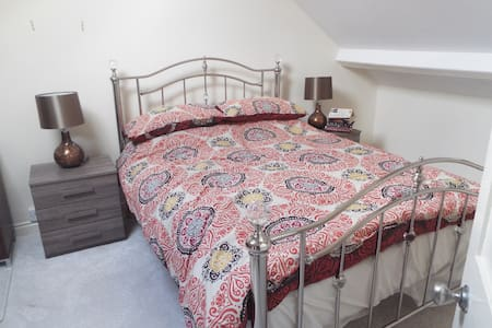 Townhouse 40 minutes from Cardiff - Merthyr Tydfil - Дом