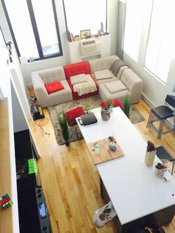 Beau loft. Centre ville. 2 chambres - Montréal - Loft