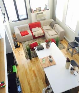 Beau loft. Centre ville. 2 chambres - Montréal - Loft-asunto