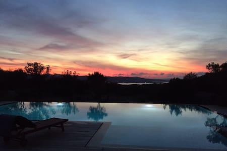 """Lo Studio"" casa con piscina - Arzachena - Dom"