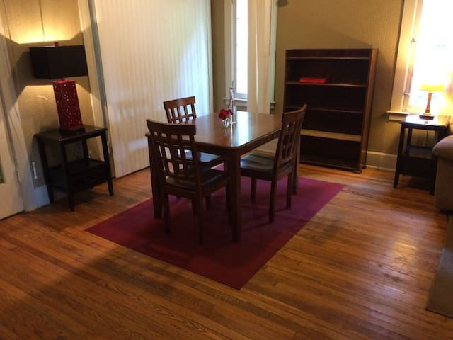 5 BR House | Cozy King Beds | NEWLY RENOVATED!