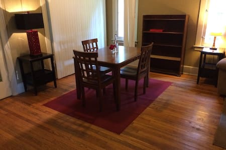 Cozy King ♠ Renovation Deal - Detroit - Huis