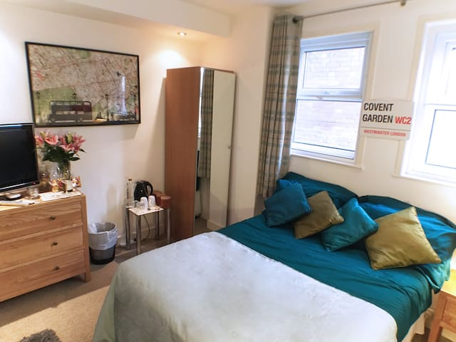 Covent Gdn Bed and Private Bathroom