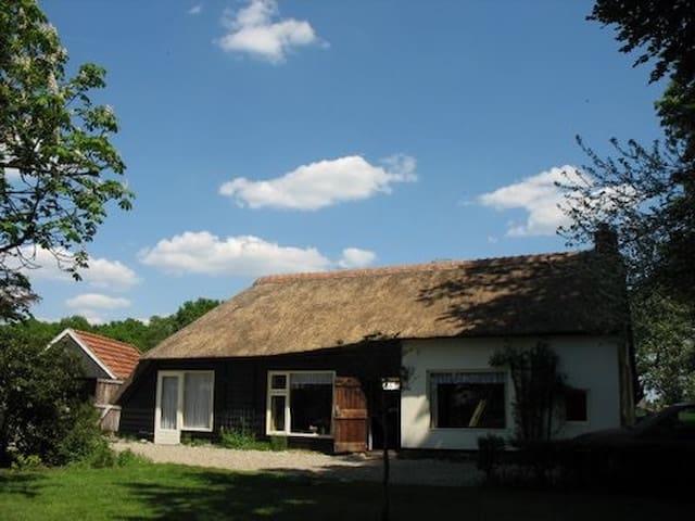 Vrijstaand authentiek koloniehuisje - Steggerda - Houten huisje