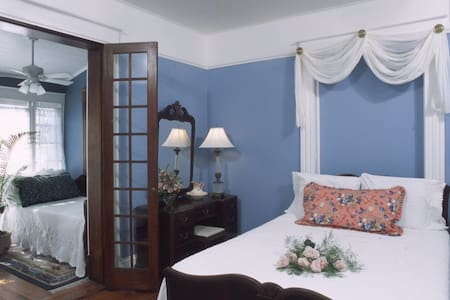 Crystal Room at The Southern Wind - Saint Augustine - Bed & Breakfast