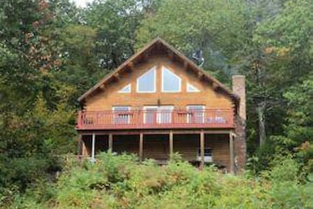 Mountainside Log Cabin w/Lake View - Gilford - Dom