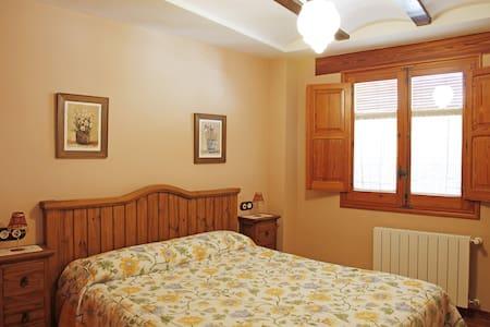 habitación privada con salón - Cabanes - Haus