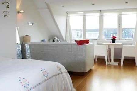 Amazing loft with jacuzzi - Haarlem - Casa