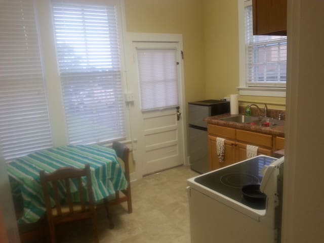 Modern Urban Apt near Fountain Square and WKU - Bowling Green - Appartement