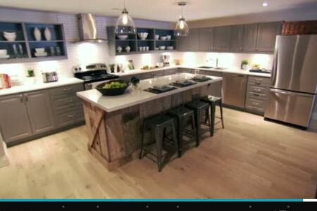 Featured on Income Property with Scott McGillivray - Guelph - Huoneisto
