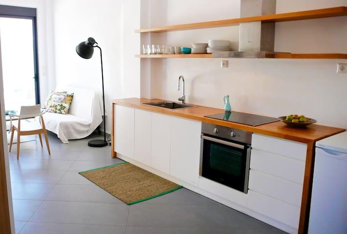 Charming Bright & Airy Loft Studio!