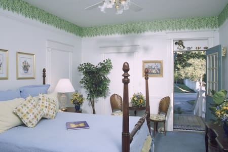 Garden Room at The Southern Wind - Saint Augustine - Bed & Breakfast