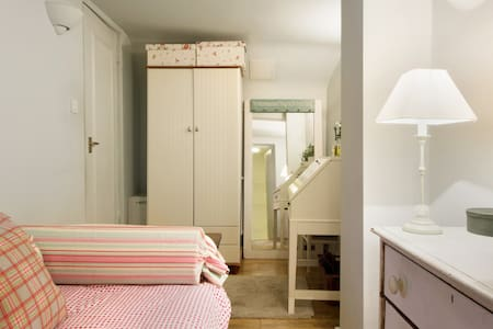small bedroom with bathroom ensuite - Apartment