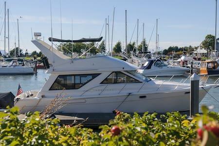 40' Motor Yacht Bareboat Charter  - Bellingham - Barca