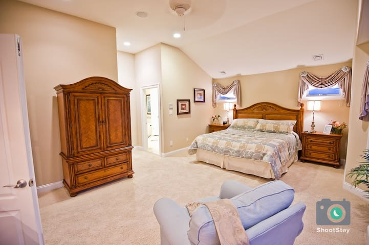 3rd Floor Master Bedroom with King Bed, wet bar, walk-in closet and balcony.