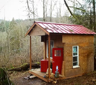 "Red Cabin on the Hill, ""Glamping"" - Kalama"