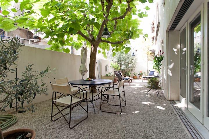 une oasis dans le vieux village - Fontvieille - Rumah