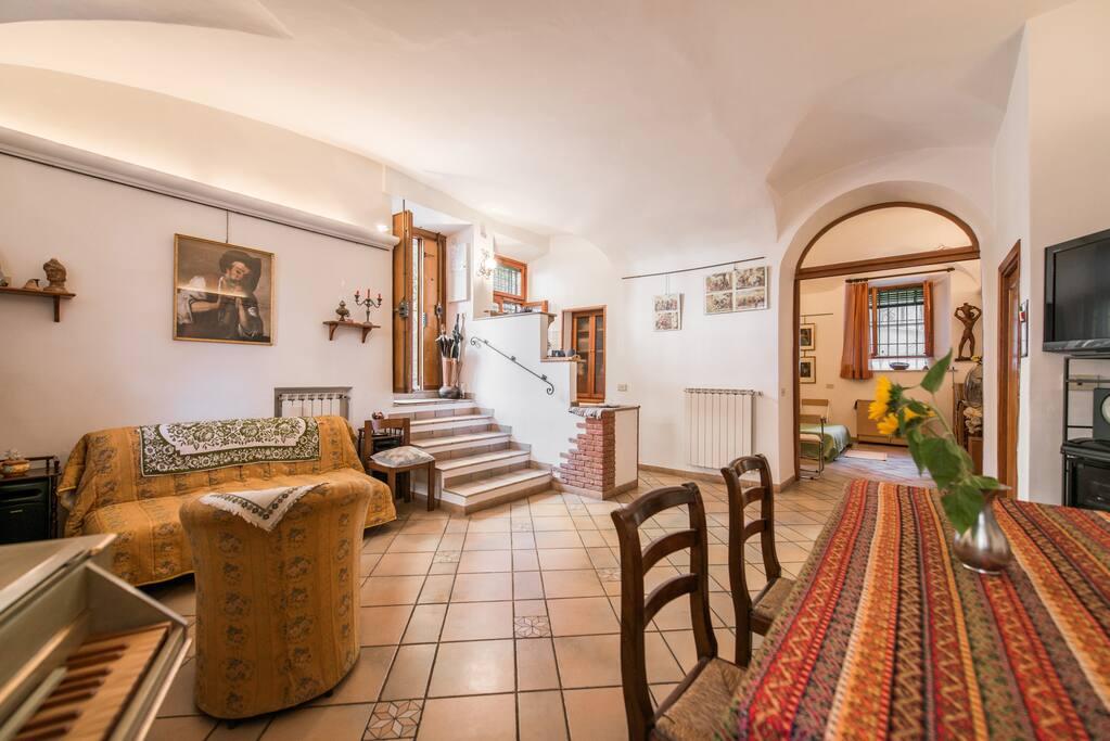 Grazioso appartamento a trastevere appartamenti in for Affitto uffici roma trastevere
