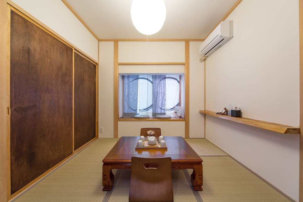 Enjoy a cup of Japanese tea in this tatami room and relax for awhile.