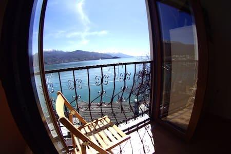 Rosana's Twin Room Lake View - Ohrid - Bed & Breakfast