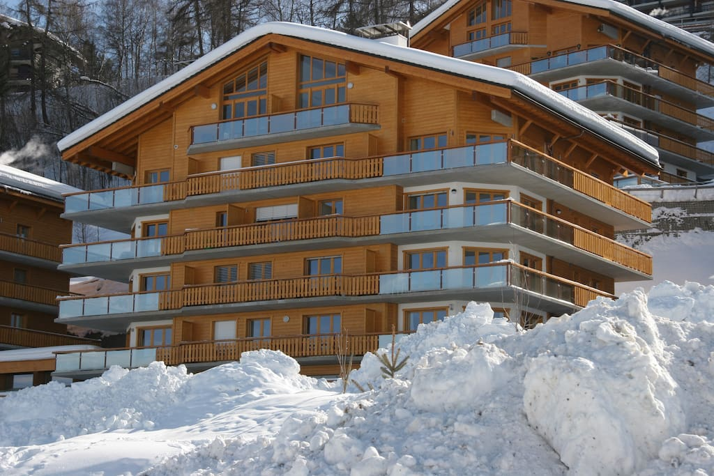 Penthouse-Nendaz occupies the whole of the 6th floor and has magnificent views