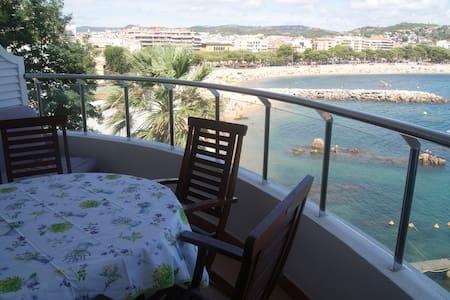 Costa Brava-Sant Feliu. Sea front. - Apartment
