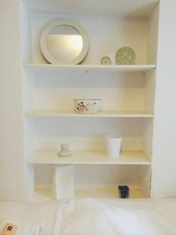 Single room, garden view. shelves.