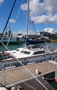 Skywalker Sailing Catamaran - Gosport  - Лодка