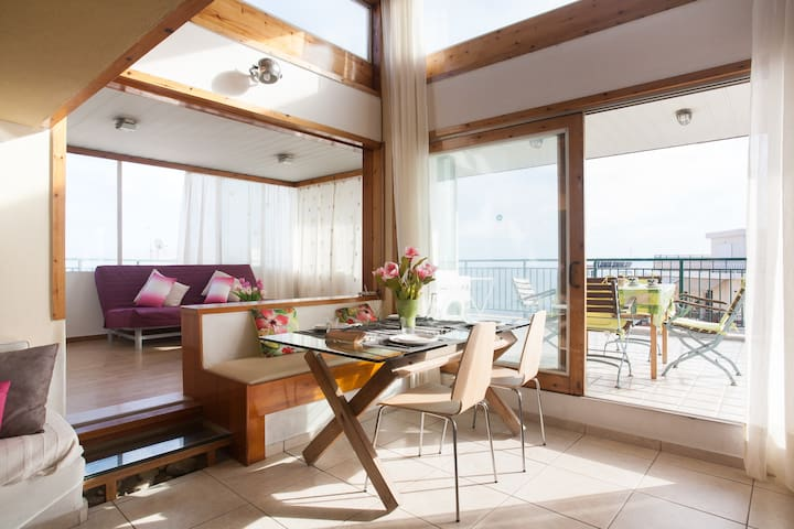 Magical 1 BR with 180* Seaview,wifi - Pireas - Leilighet