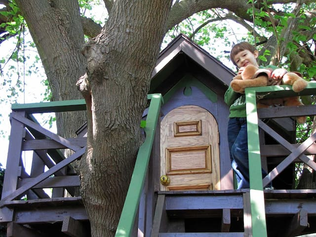 Micro-home, treehouse.  DISCOUNT for evacuees