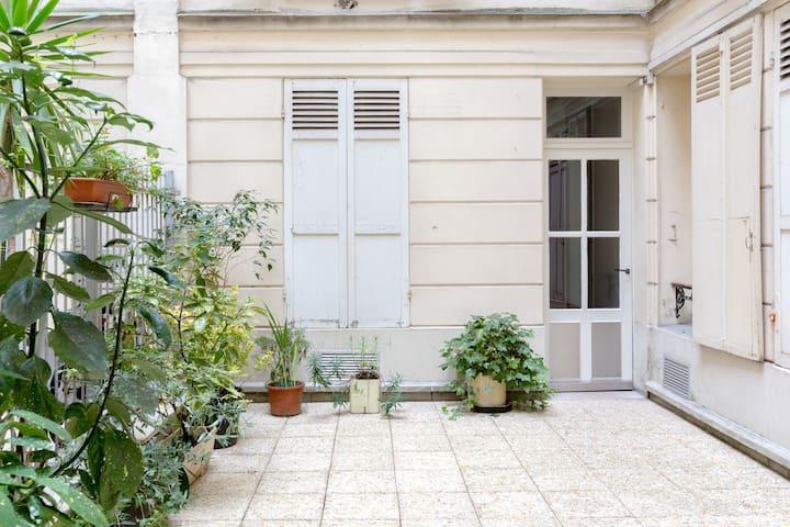 Champs Elysées-Ternes-Pereire-Studio tout confort
