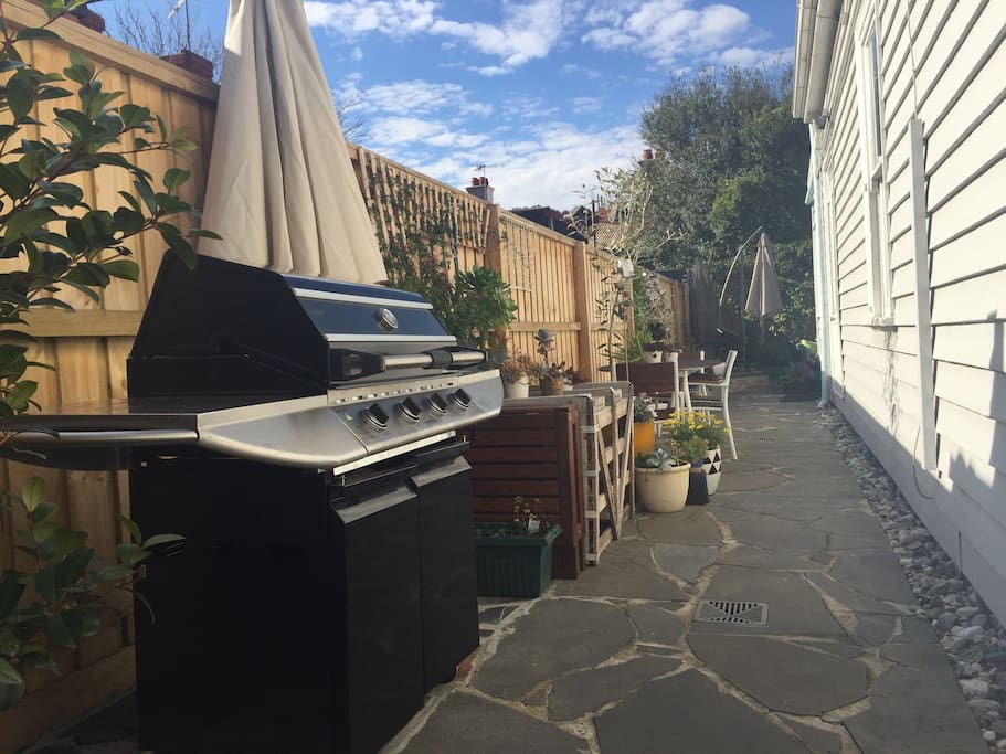 Top of the range gas BBQ, and large outdoor dining area. Perfect for alfresco entertaining.