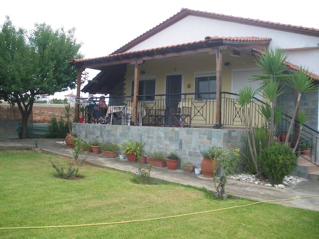 Detached property with garden&view - Dionisiou - Huis