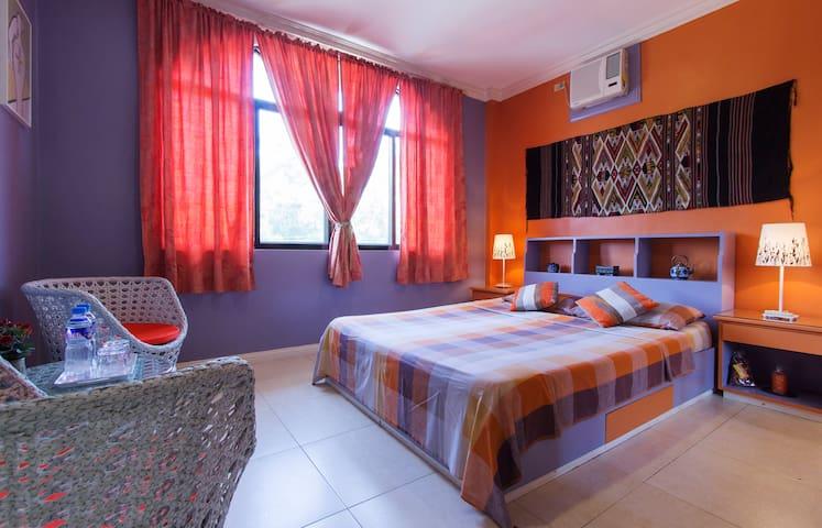 San Fermin BnB - Upper Front Room - Lapu-Lapu City, - Bed & Breakfast