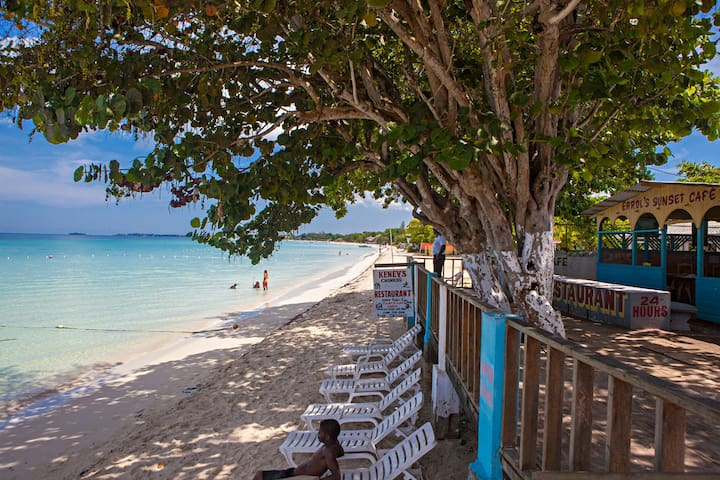 Beachfront Errol's Guest House #3 - Negril - Apartamento