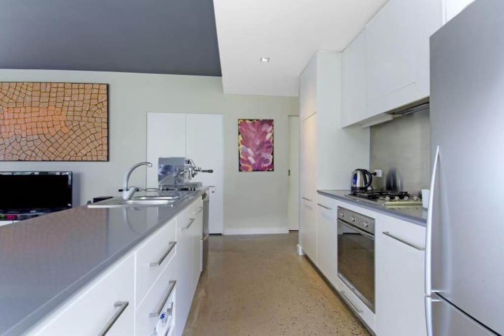 Fully equipped kitchen. All utilities and cutlery with full oven