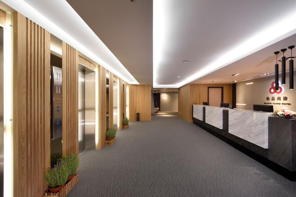 四座電梯供進出,迅速方便