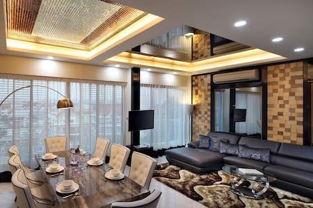 Private Room w Breakfast & Pool 2