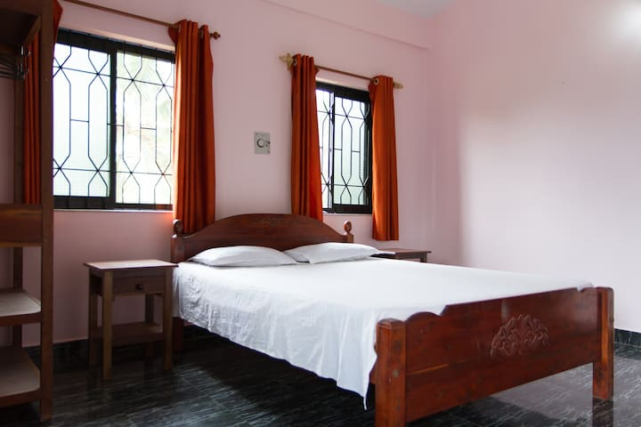 Goa Beach 2BHK Home stayApartmnt near Morjim Beach - Morjim - Apartment