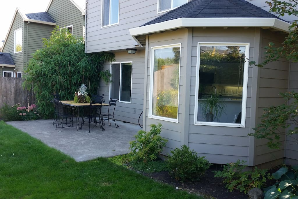 Fully Fenced backyard with patio table & seating for 7