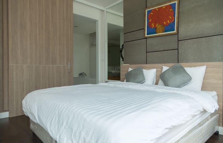 Luxury 1 Bed/ BTS (minimum 30 days) - Bangkok - Apartamento