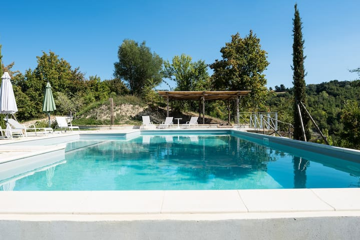 Cottage with pool and 6000mq garden - Monterubbiano - Apartemen