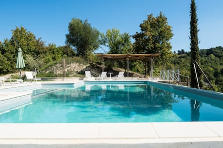 Cottage with pool and 6000mq garden - Monterubbiano - Квартира