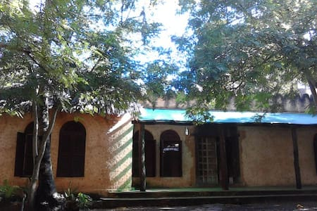 Rooms in spacious house near beach - Dar es Salaam