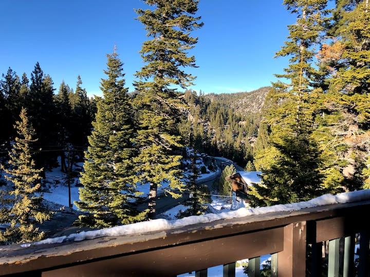 Cozy Tahoe Getaway, Quiet Yet Close To Town
