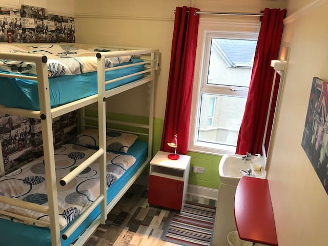 #8  Portrush Holiday Hostel - Twin  Room