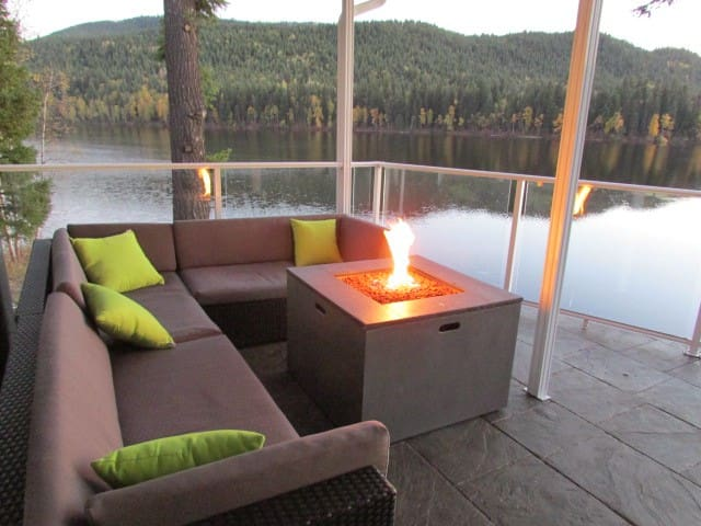 Private lake front home, personal dock