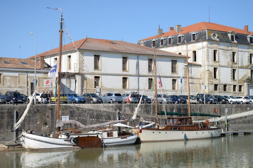 Dicke door boats louer rochefort poitou charentes france - Espace cuisine rochefort ...