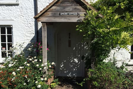 Beautiful Grade II country cottage  - Chichester - House