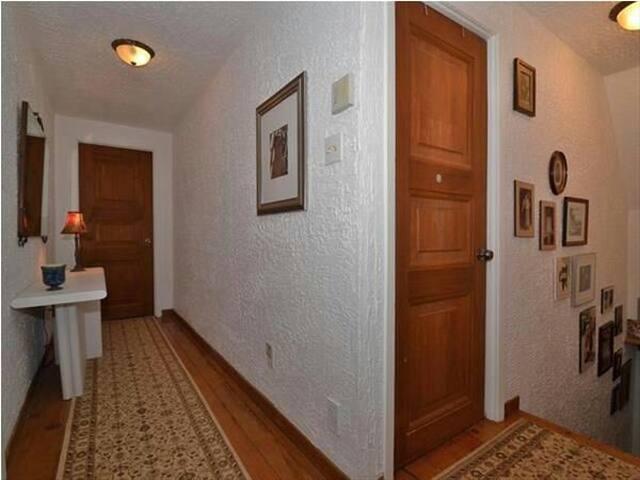 2 chambres idéals pour 3 personnes.